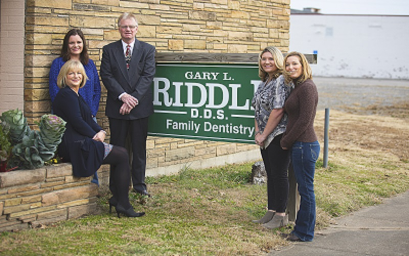 dr. gary l riddle and staff